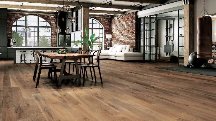 Klasika notranjega dizajna: brezčasna lepota in eleganca lesenih talnih oblog