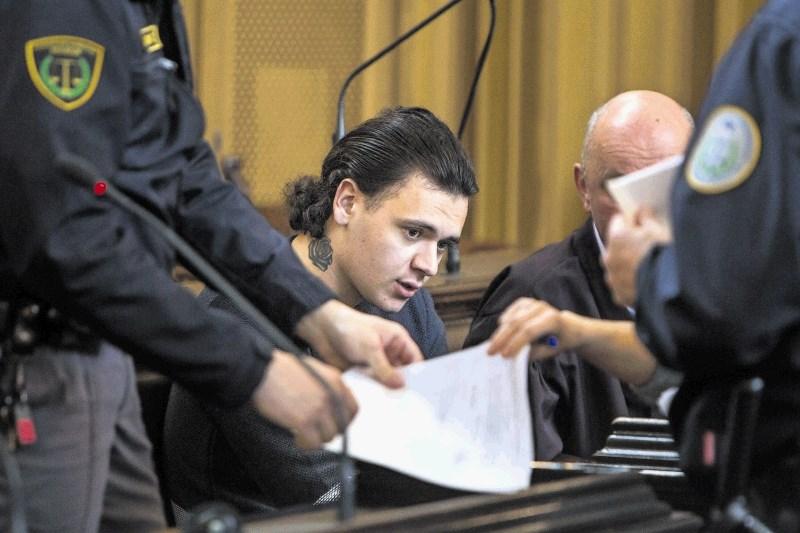 Uboj Gašperja Tiča: Tožilstvo bo s pritožbo zahtevalo višjo kazen za Stefana Cakića