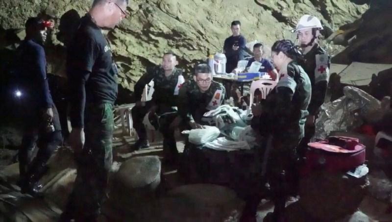 Reševanje tajskih dečkov bi se skoraj končalo zelo tragično