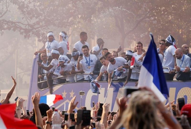 Francosko javnost razočaralo kratko slavje po zmagi na mundialu