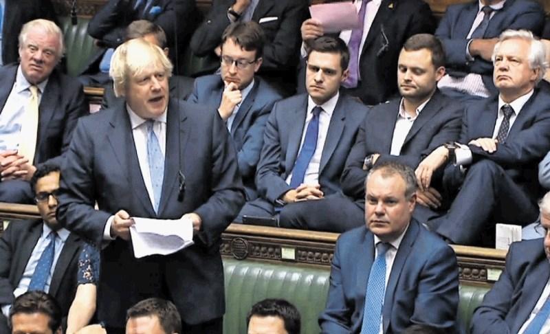 Minister Boris odšel, da bi se vrnil kot premier