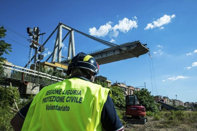 Upanje v preživele pod ruševinami viadukta v Genovi vse manjše