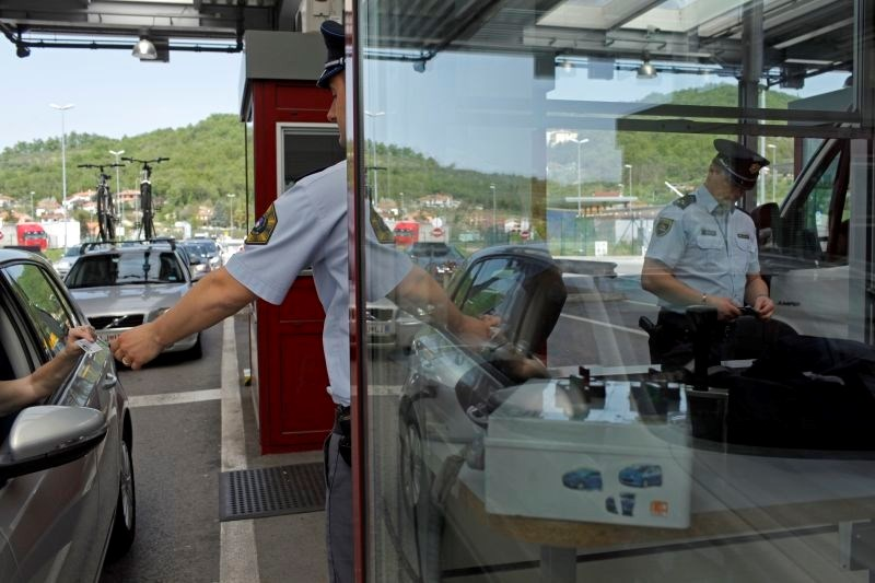 Koprski policisti na meji prijeli Hrvata, za katerim je v Italiji razpisana tiralica