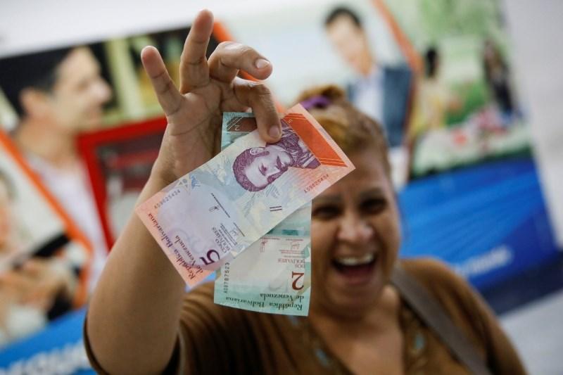 V Venezueli negotovost po izdaji novih bankovcev