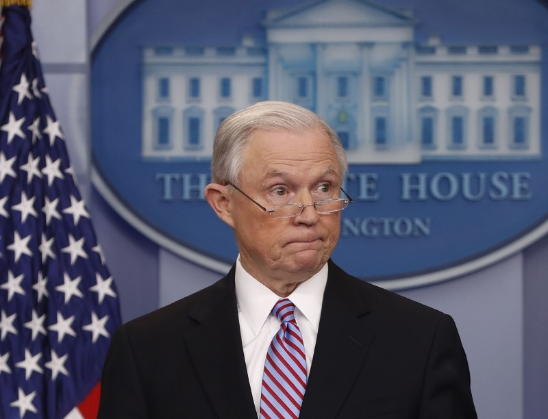 Trump odstavil pravosodnega ministra Jeffa Sessionsa