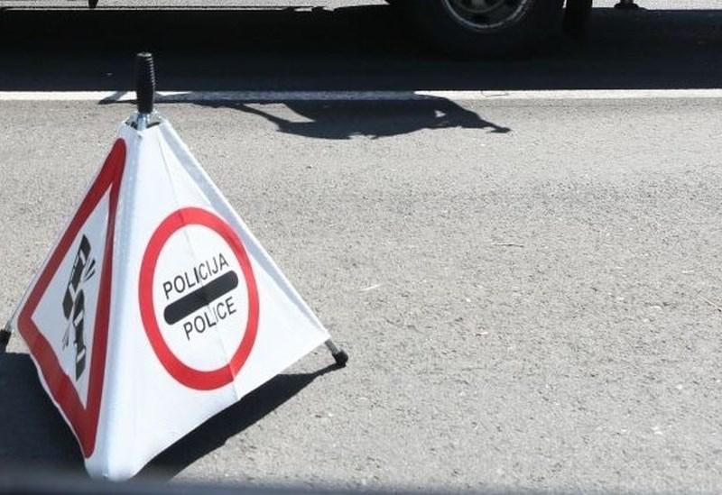 Zaradi prometne nesreče med Kranjem in Brnikom zaprta polovica avtoceste