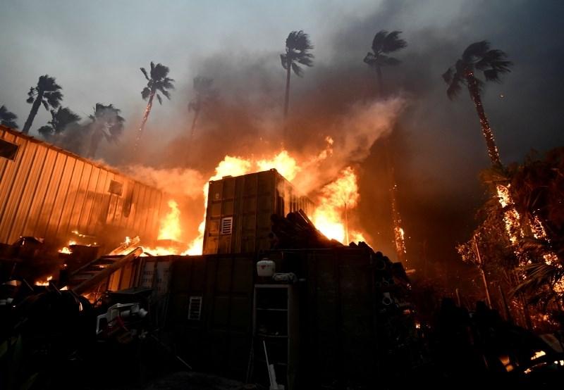 Požar na severu Kalifornije požgal celotno mesto z 27.000 prebivalci