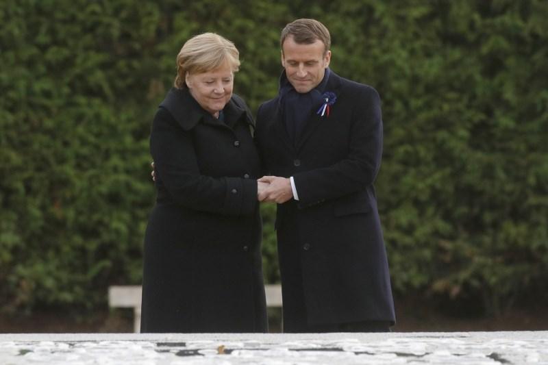 Macron in Merklova na kraju sklenitve premirja odkrila sporočilo sprave