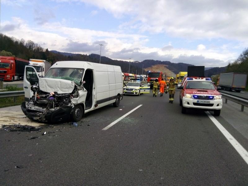 V dveh nesrečah pred Krtino dve poškodovani osebi