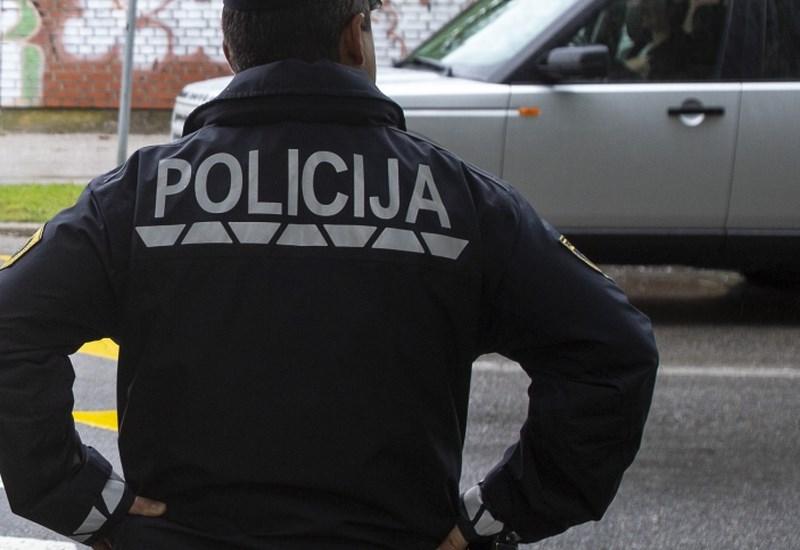 Smrt moškega v Rošpohu naj ne bi bila posledica napačnih ravnanj policije
