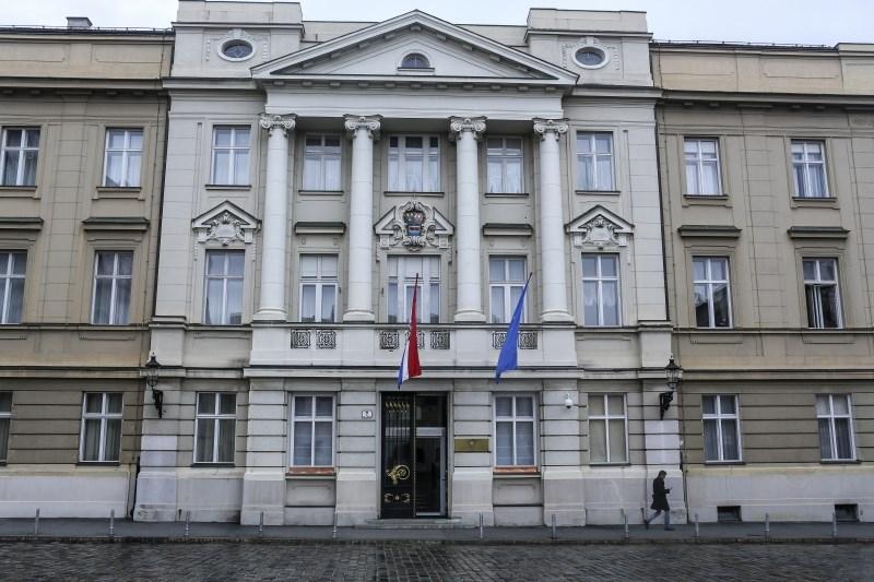 Hrvaški parlament sprejel reformo pokojninske zakonodaje in sporni zakon o rejništvu otrok