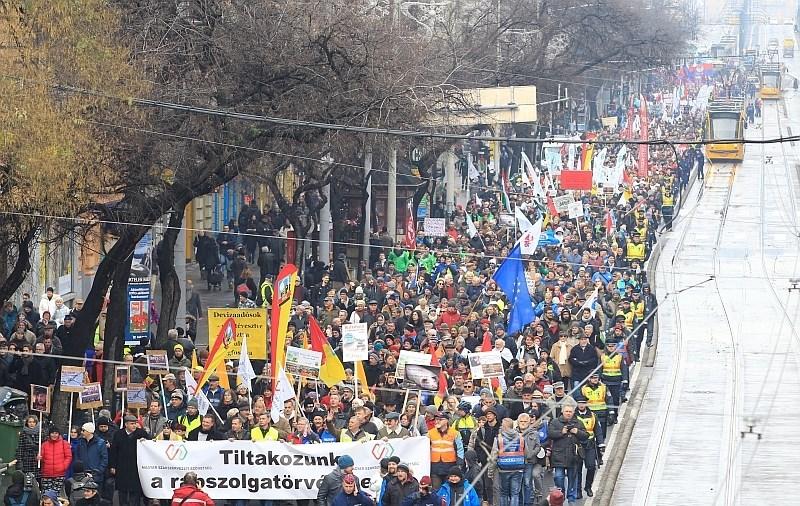 Na Madžarskem množične demonstracije proti spremembi zakona o delavskih pravicah