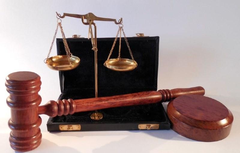 Zaradi poskusa oškodovanja EU z nakupom stare opreme pogojne kazni za tri podjetnike