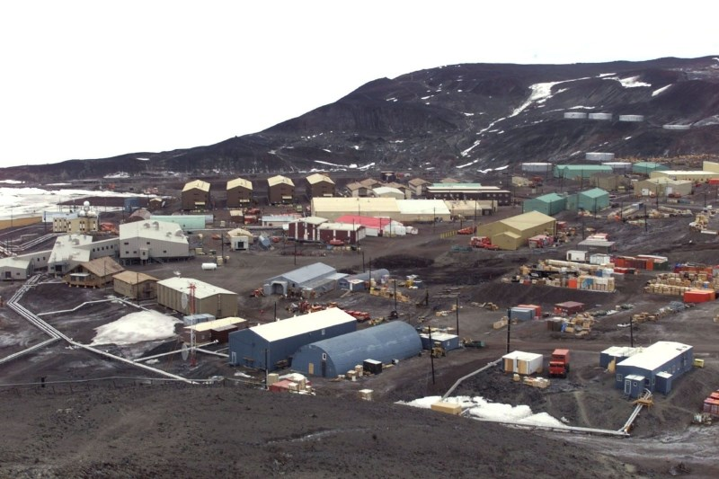 V raziskovalnem centru na Antarktiki umrla dva tehnika