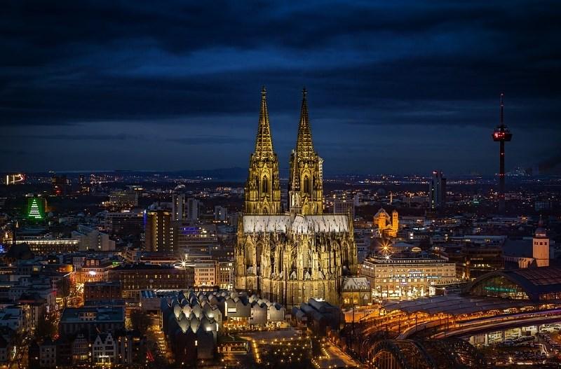 V Kölnu zaradi bombe iz druge svetovne vojne evakuirali 8000 ljudi