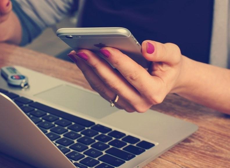 Število mobilnih klicev in uporaba podatkov v EU precej narasla