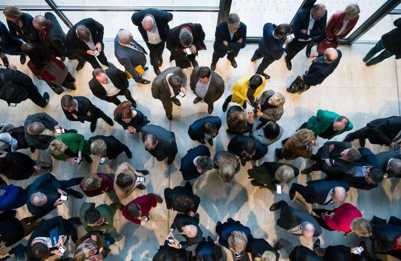 Študija: Nemci, ki podpirajo skrajne stranke, bolj nagnjeni k narcisizmu