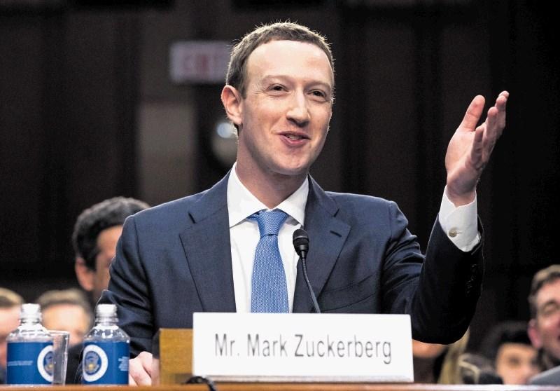 Pozivi po spremembah na vrhu Facebooka, ta je nasprotnike napadel, da so Sorosovi plačanci