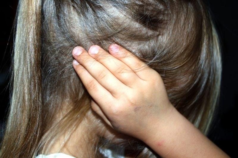 Za spolne napade na deklice dosodili tri leta in pol zapora
