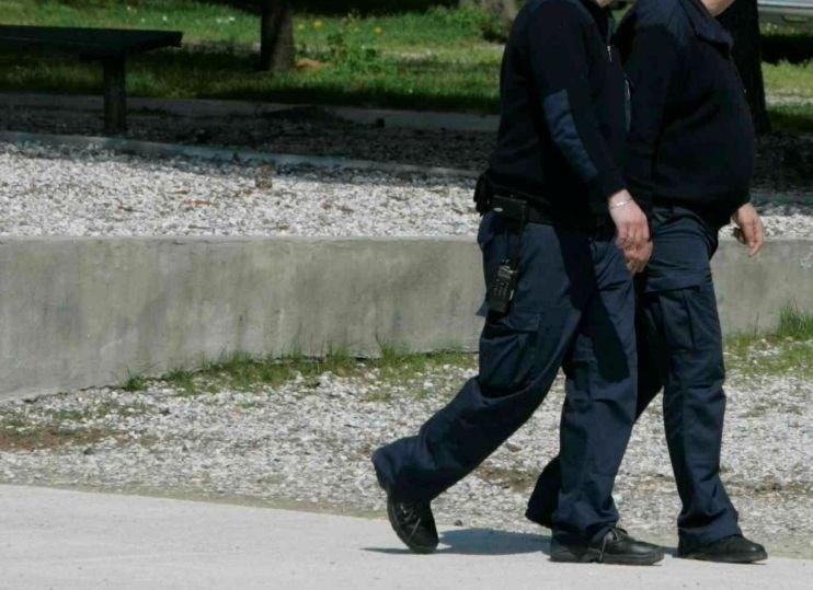 Varnostnikoma iz odklenjenega vozila ukradli milijon evrov