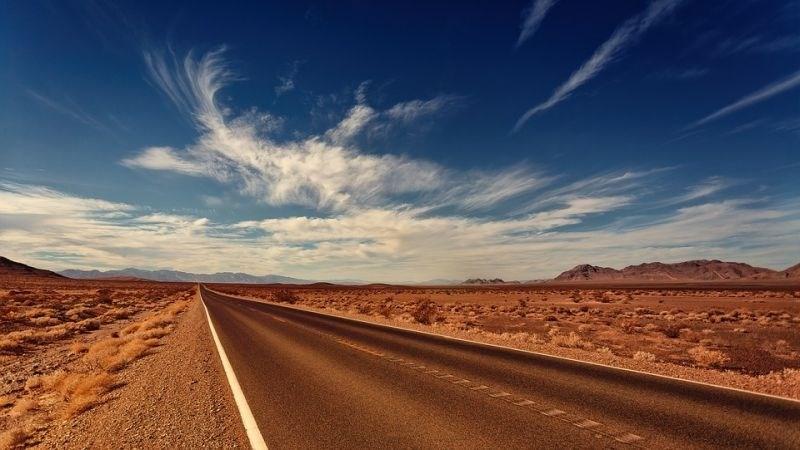 V Avstraliji se ob šestem dnevu vročinskega vala mehča asfalt