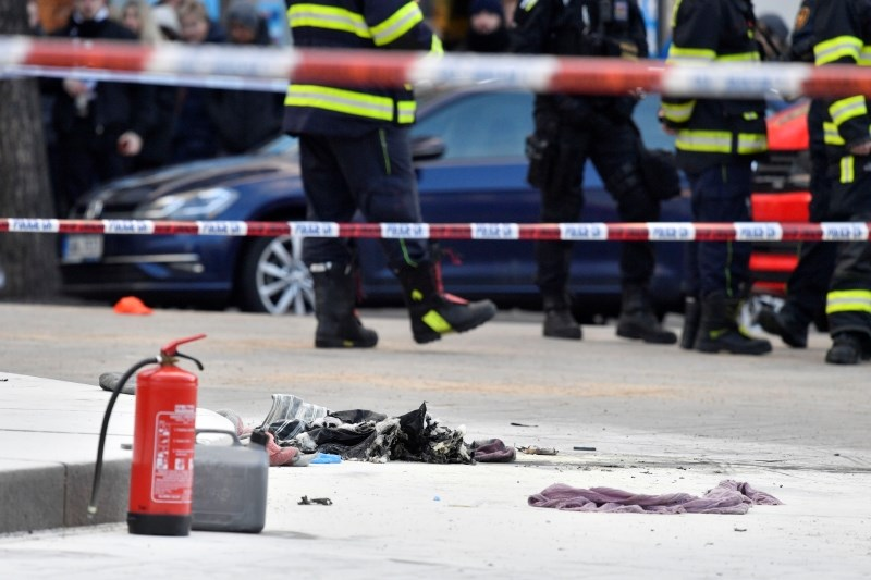 V Pragi se je 50 let po Janu Palachu zažgal moški
