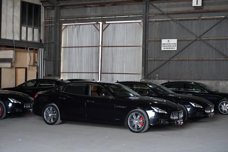 Na Papui Novi Gvineji iščejo 284 luksuznih avtomobilov, kupljenih za vrh Apec