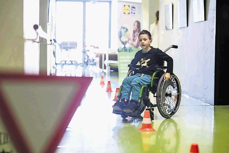Podarili poligon za učenje spretnejše vožnje z invalidskim vozičkom