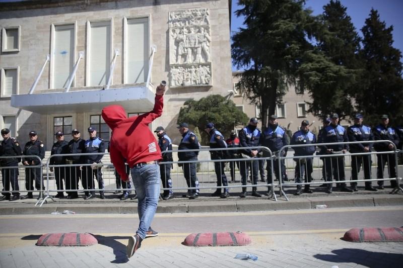 #foto Protest albanske opozicije v Tirani se je sprevrgel v nasilje
