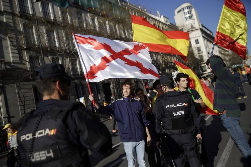#foto V Madridu množični protesti proti sojenju nekdanjim katalonskim voditeljem