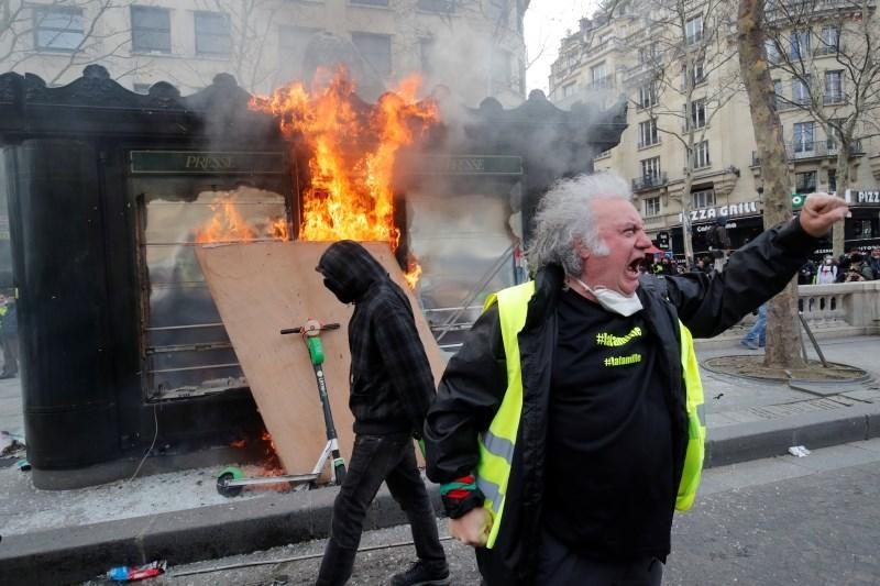 V Franciji nameravajo omejiti proteste
