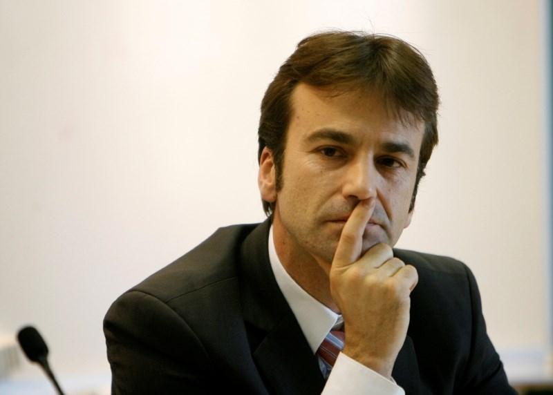 Gospodarski minister z zakonom nad neljubega direktorja