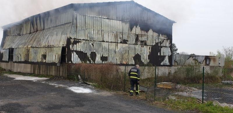 Kriminalisti nadaljujejo preiskavo požara v obratu z odpadki v Lenartu