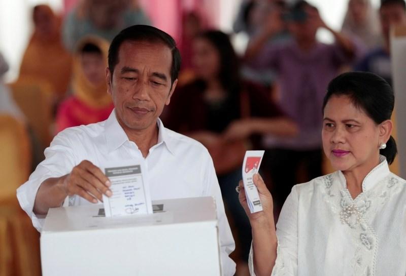 Indonezijski predsednik glede na vzporedne volitve osvojil nov mandat