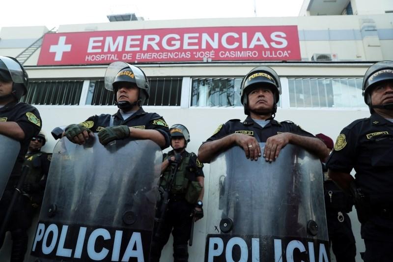 Nekdanji perujski predsednik se je ustrelil ob aretaciji