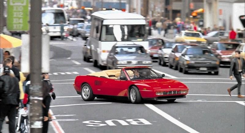"""Ferrari mondial t cabriolet: avto, ki ga je vozil """"slepi"""" Al Pacino"""