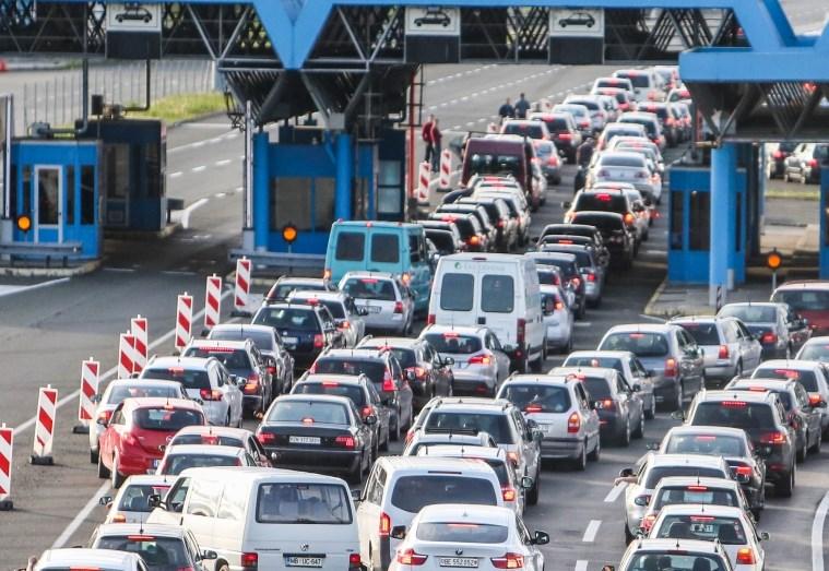 Cestni alarm: Na mejnih prehodih že čakalne dobe