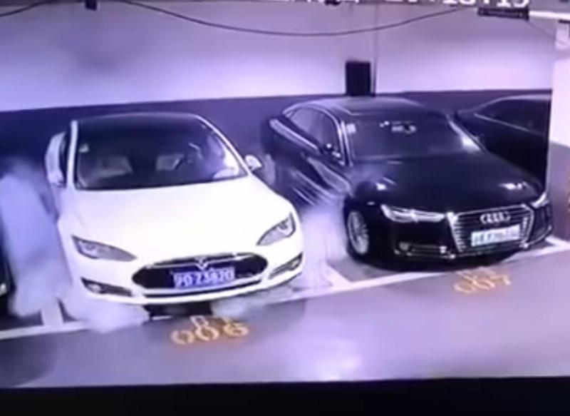 #video Tesla preiskuje domneven samovžig avtomobila v Šanghaju