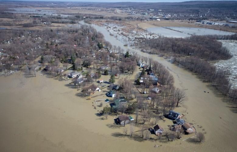 #foto Zaradi obsežnih poplav na vzhodu Kanade evakuirali 1500 ljudi