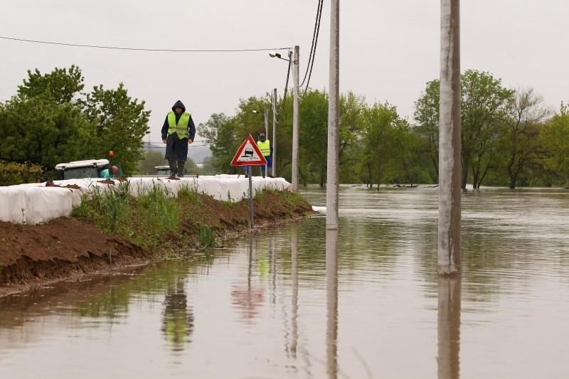 #foto Neurje na Hrvaškem terjalo smrtno žrtev, reke se umirjajo