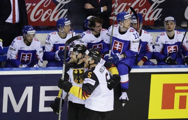 Slovaška spet izgubila v zadnji minuti, Rusi Italijanom nasuli deset golov