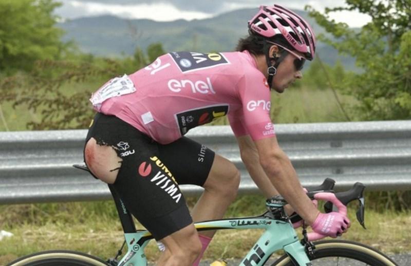 Roglič padel na začetku šeste etape, a že ujel glavnino