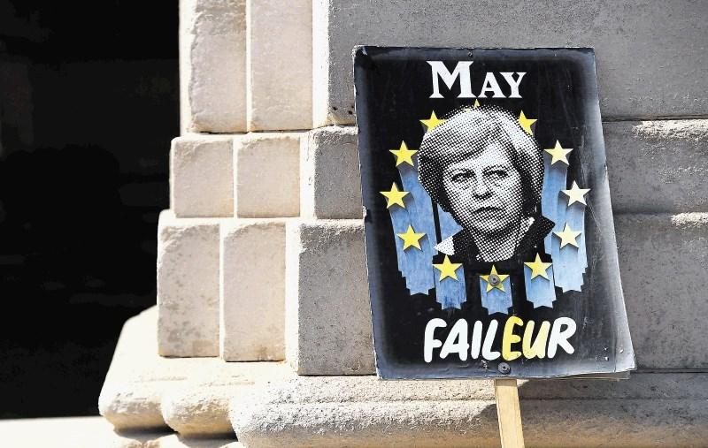 Brexitski teater absurda