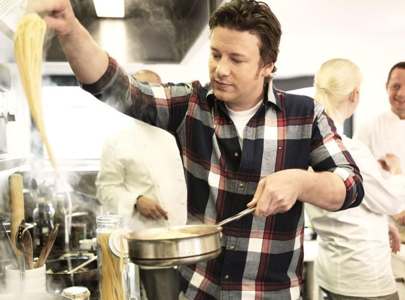 Več restavracij Jamieja Oliverja tik pred propadom