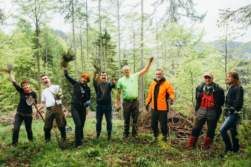V dobrodelni akciji posadili 7.250 dreves za zeleno prihodnost Črne na Koroškem