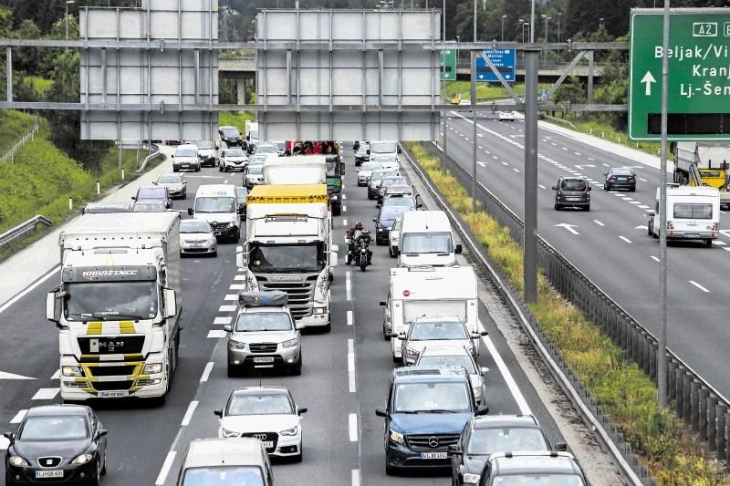 Zaradi praznikov v Avstriji huda gneča na slovenskih cestah