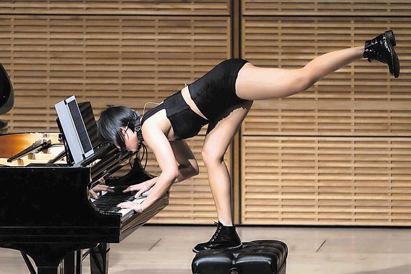 Kritika zadnjega koncerta za zlati abonma: Virtuoznost brez meja