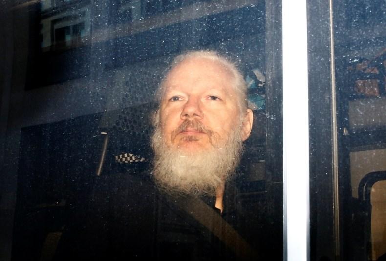 Britanske oblasti prejele ameriški nalog za izročitev Assangea