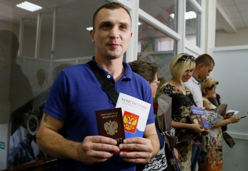 Prvi Ukrajinci prejeli ruske potne liste