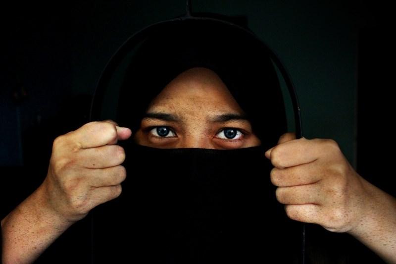 Europol: Islamska država se vedno bolj zanaša na ženske